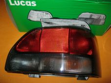 RENAULT CLIO (94-98) NEW DRIVERS SIDE O/S REAR LIGHT UNIT -GENUINE RENAULT-VALEO